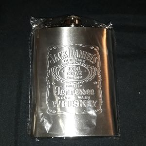 Jack Daniels flask with 2 shot cups
